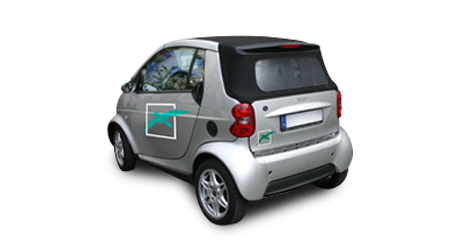 Hier sehen Sie einen Smart mit Fahrzeugbeschriftung